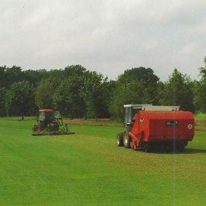 Vertikutieren Golfplatzpflege Sportplatzpflege Reitplatzpflege